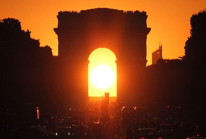 Triumphbogen-Paris-Sonne