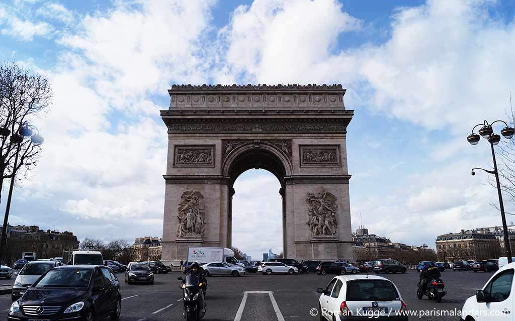 Wartezeiten am Triumphbogen in Paris