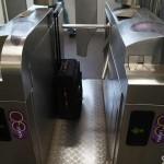 Drehkreuz Metro Paris Koffer