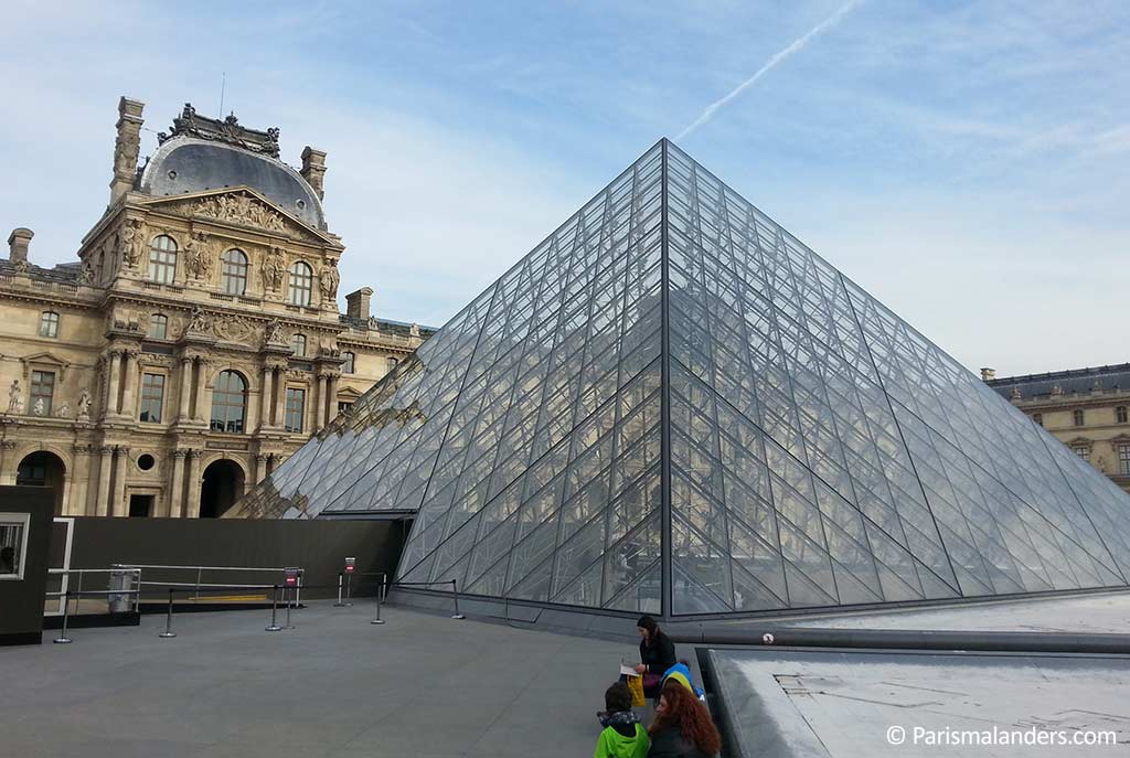 louvre and paris Free audio guide on the louvre museum in paris, france see everything you want to see in 4 hrs and skip the lines we help you organize your louvre day.