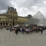 Warteschlange Louvre Paris