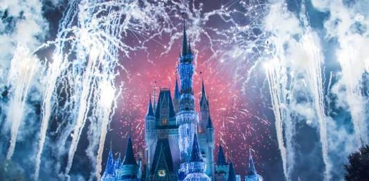 Silvester in Paris Feuerwerk Disney Village