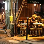 Paris Stadt der Liebe bei Nacht Liebespaar