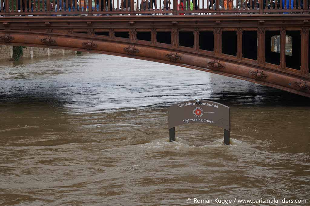 Hochwasser in Paris Bootsfahrten