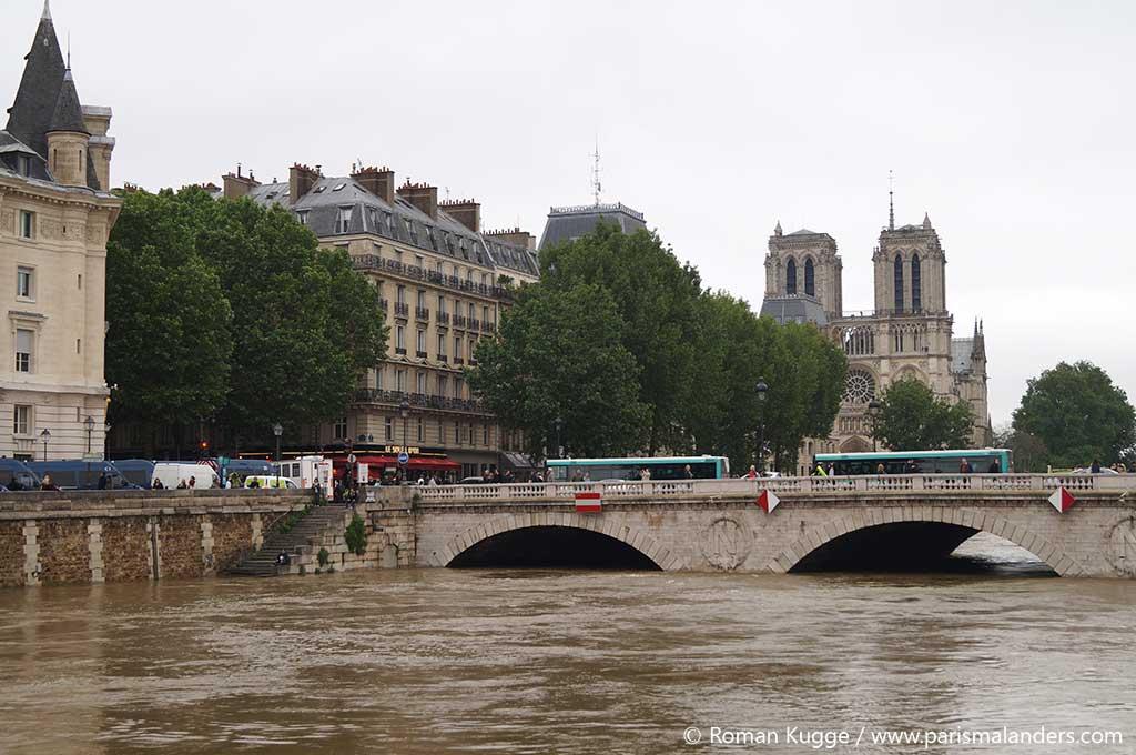 Hochwasser in Paris Notre Dame 2