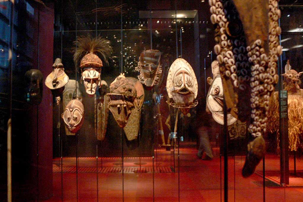 Quai Branly Museum Exponate-Masken