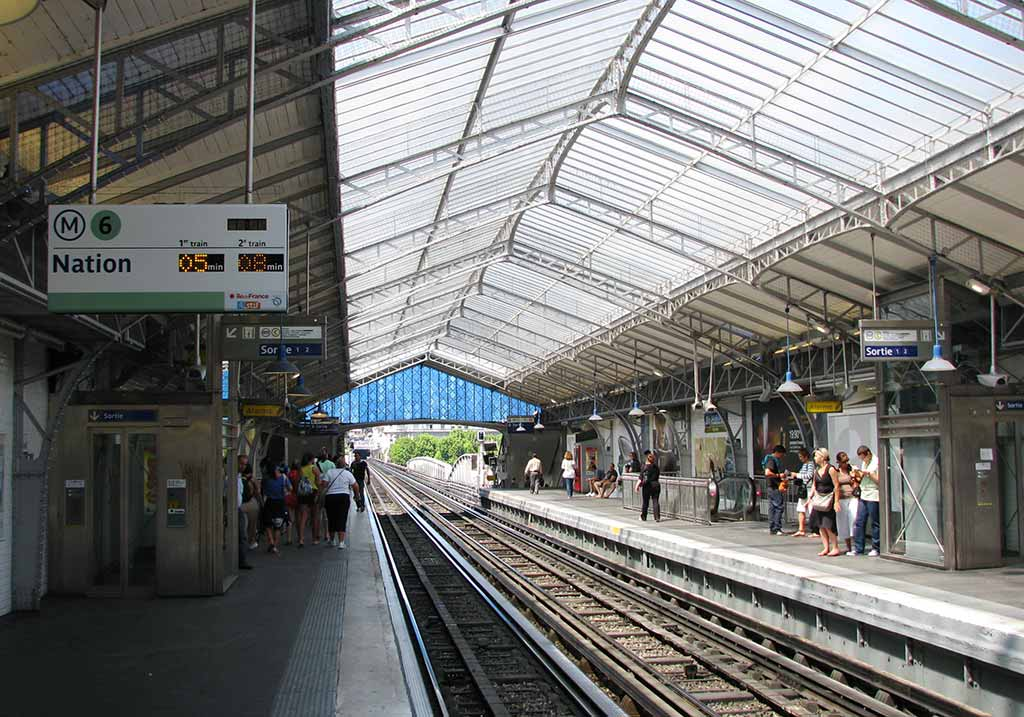 Metro Paris Bir Hakeim Station