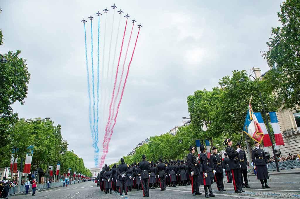 Militaerparade 14 Juli Nationalfeiertag Paris