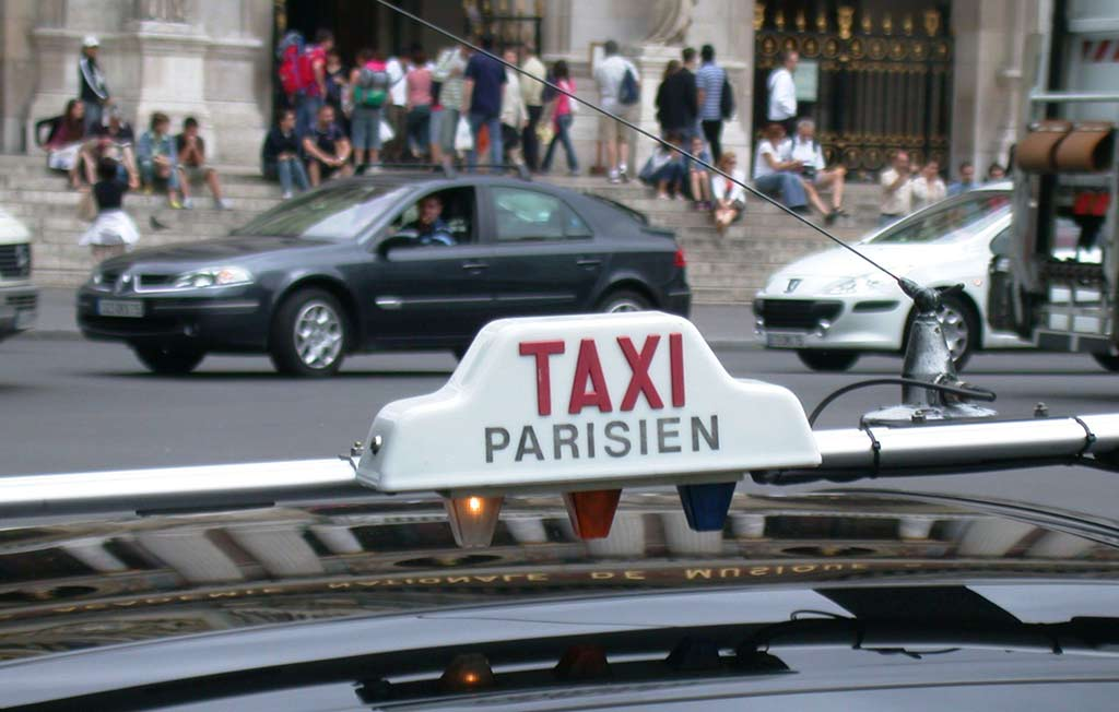 Taxi Paris Flughafentransfer Orly Charles de Gaulles
