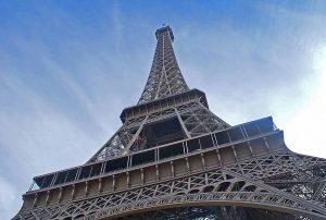 Wie-hoch-ist-der-Eiffelturm-Hoehe-des-Eiffelturms
