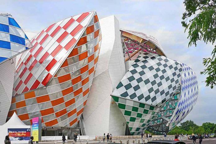 Louis Vuitton Stiftung Gebäude Daniel Buren