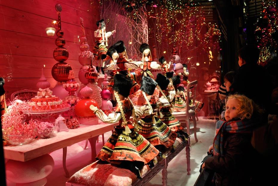 Schaufenster Weihnachten Paris Galeries La Fayette