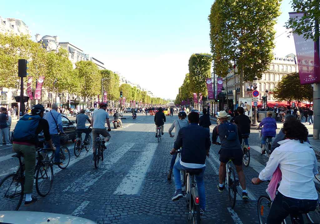 PAris Champs-Elsées autofrei ohne Autos