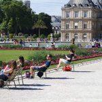 Relaxen im Park in Paris Jardin du Luxembourg Stuhl