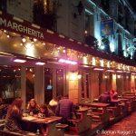 Paris Bar nachts Wärmestrahler Terrasse