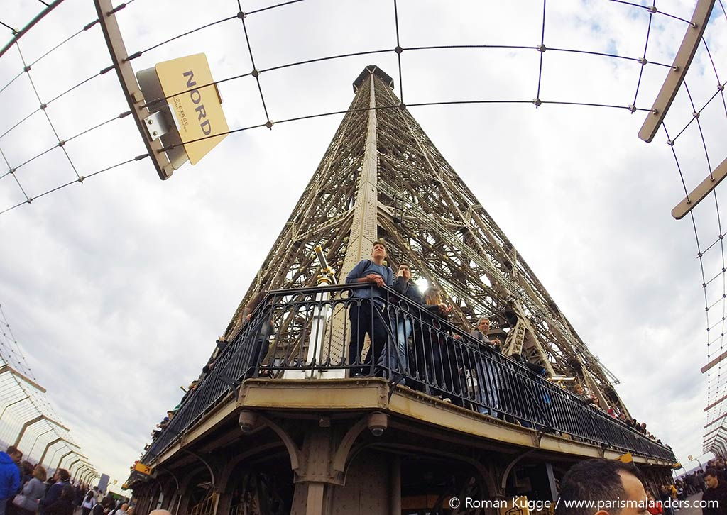8 Mai Champs-Elysees Feiertag Triumphbogen Zeremonie