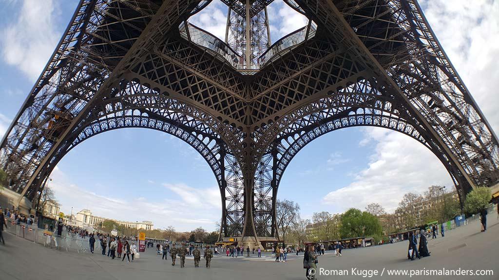 Platz unter dem Eiffelturm Vorplatz