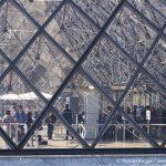 Pyramide Louvre Haupteingang Sicherheitskontrolle