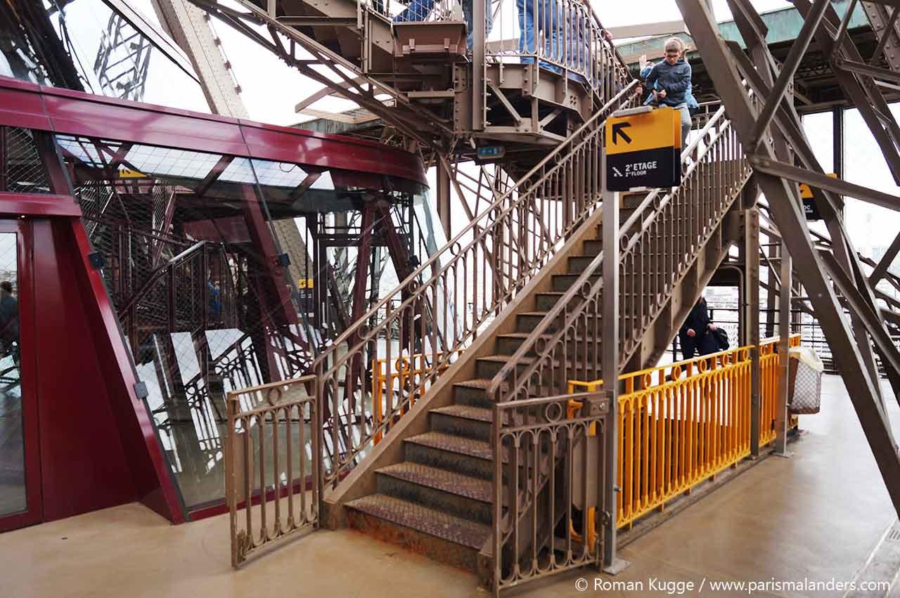 Eiffelturm Sutfen Treppen zweites Stockwerk